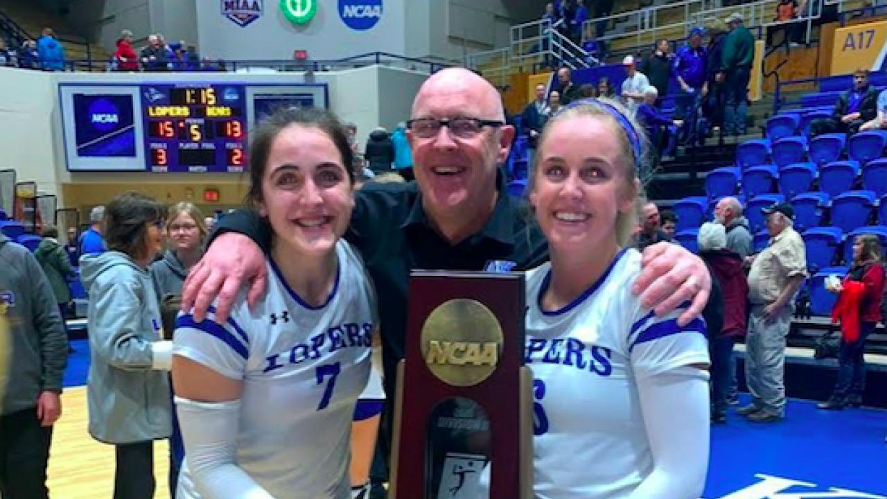 Bagi Nebraska-Kearney dan Western Washington, bola voli perguruan tinggi adalah urusan keluarga.