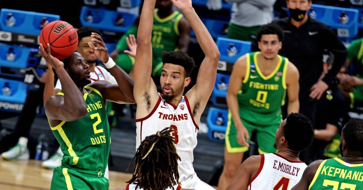 USC's Isaiah Mobley tries to block a shot against Oregon in the 2021 NCAA Tournament.