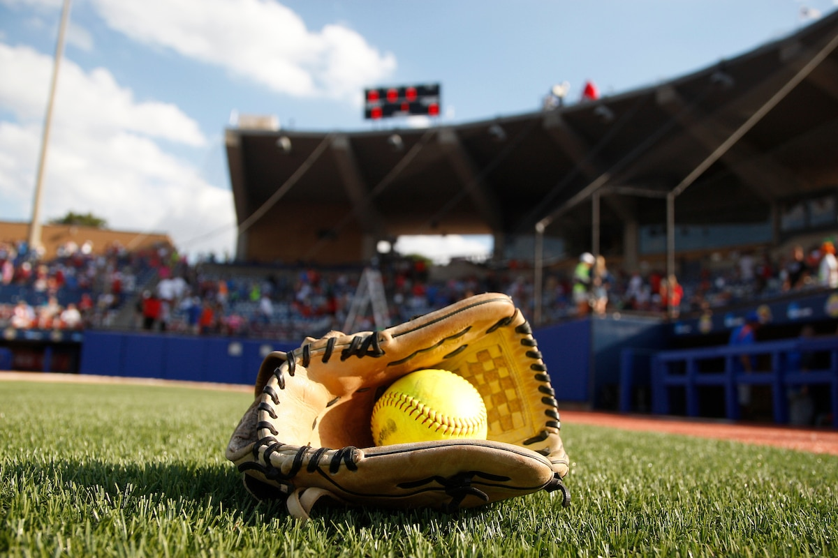 Changes to pitching procedures approved in softball | NCAA com