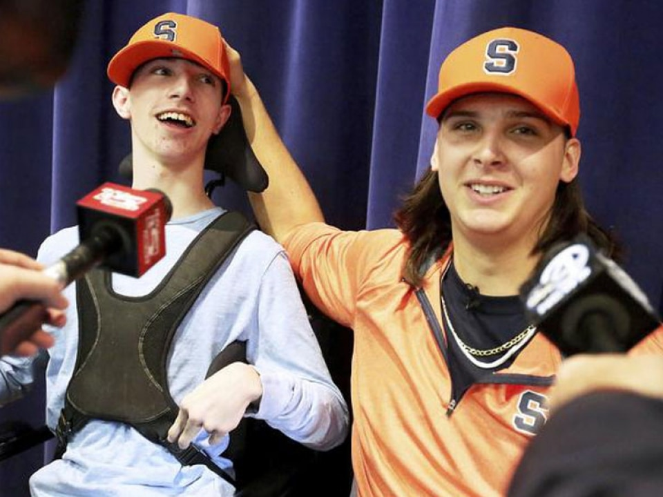 Watch Syracuse Football Recruit S Heartwarming Signing Announcement