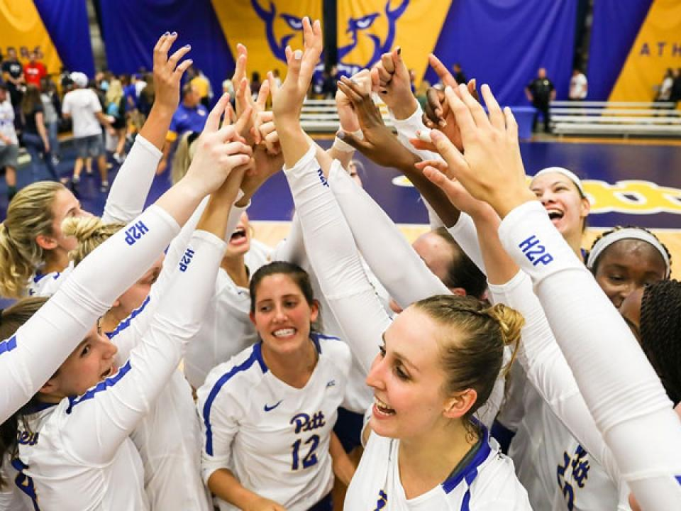 Washington volleyball rallies from two sets down to beat