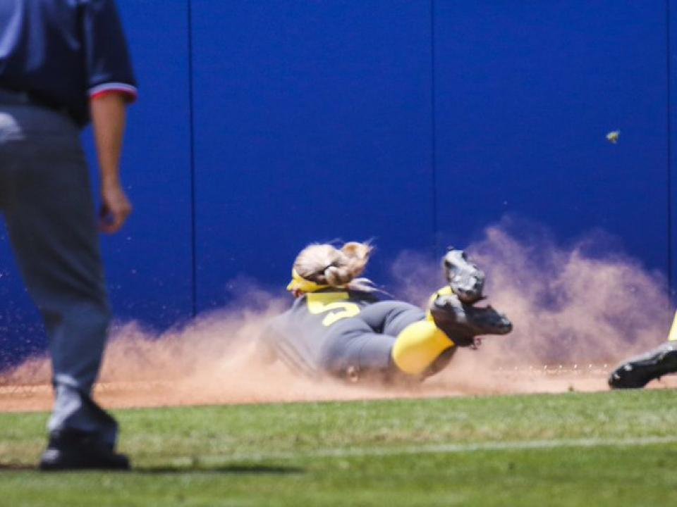 Oregon's great diving grab headlines this week's softball top plays