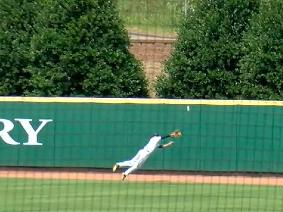 Catawba's Bryce Butler lays out for incredible diving catch on the warning track at the DII baseball championship | NCAA.com