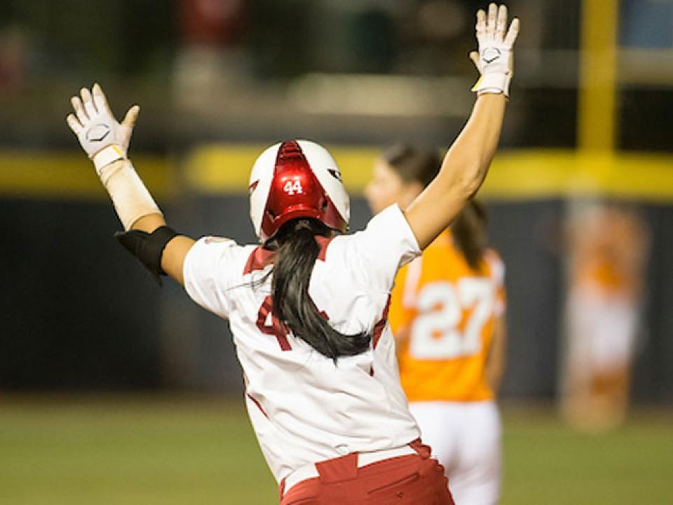Oklahoma's Lauren Chamberlain hits two home runs in 2012 WCWS final | NCAA.com
