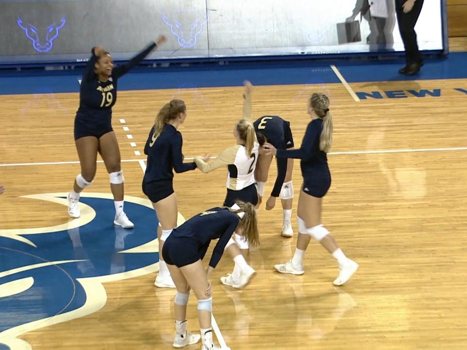 College volleyball: UC Irvine rallies past No. 11 Hawaii in five-set upset