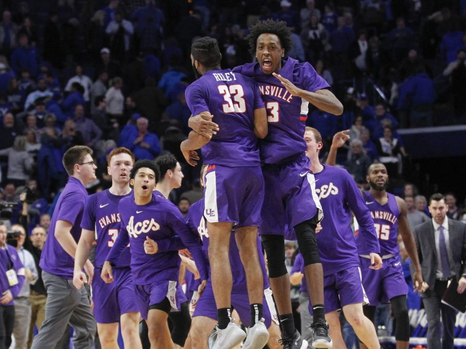Evansville Stuns No 1 Kentucky 67 64 At Rupp Arena Behind 18 Points From K J Riley