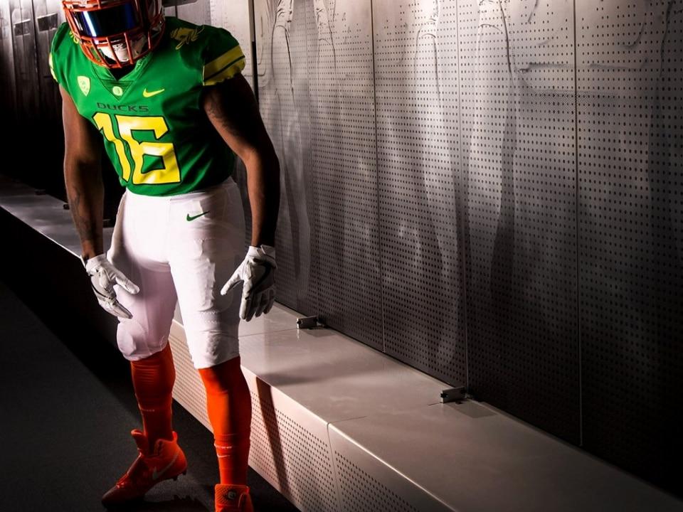 Oregon has released a new uniform that resembles its mascot. 9a3b93ad6