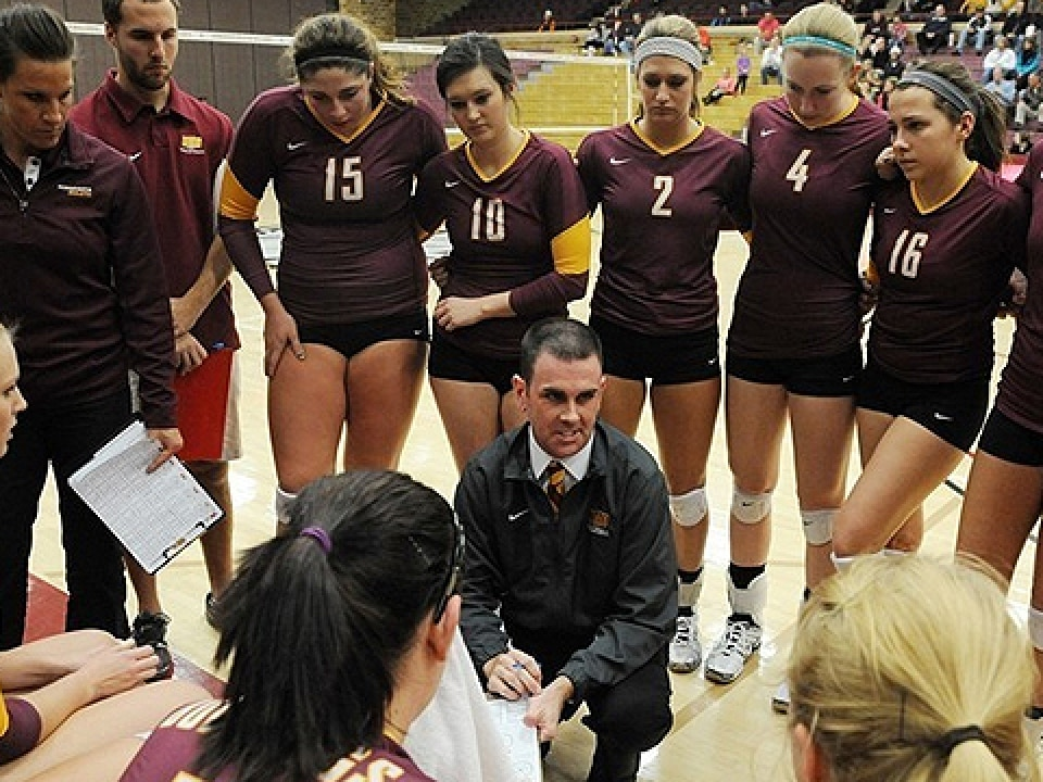 Minnesota-Duluth women's volleyball huddle