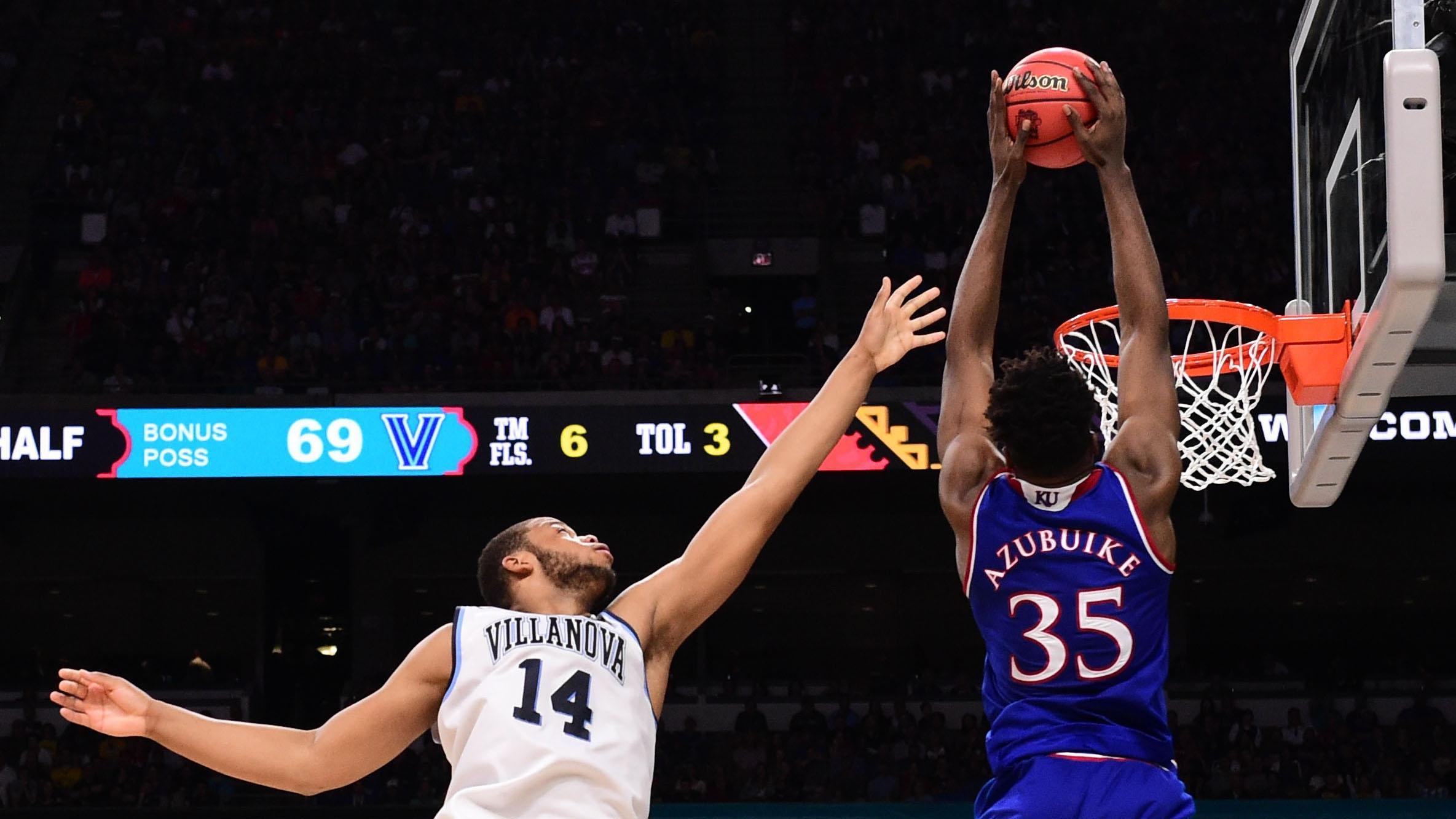 Kansas center Udoka Azubuike dunks against Villanova in the Final Four