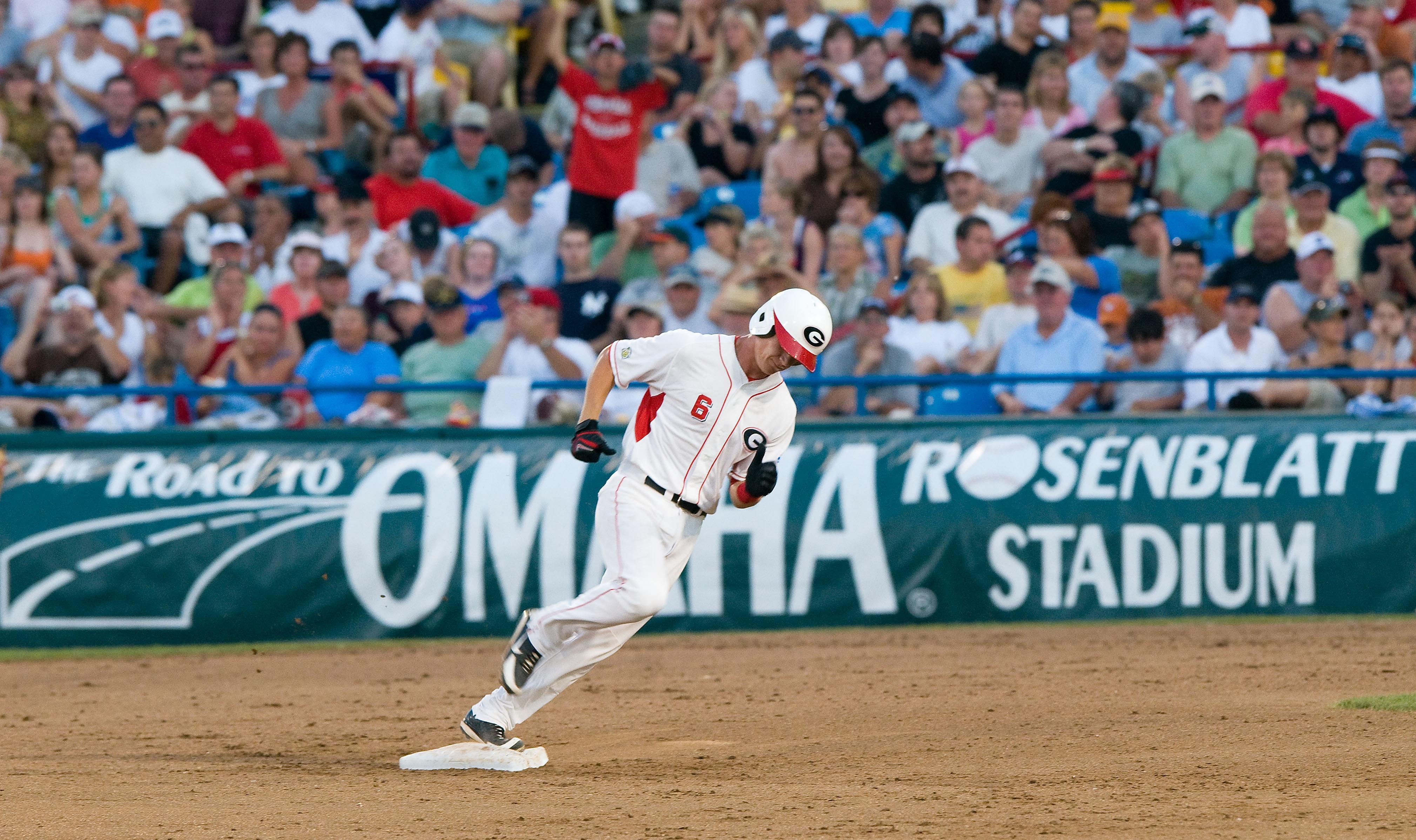 Georgia baseball's Gordon Beckham homers at the College World Series.