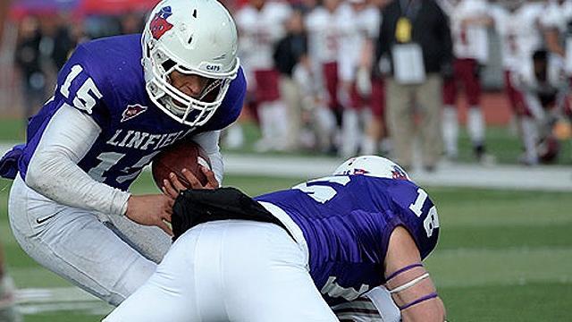 Linfield quarterback Josh Yoder