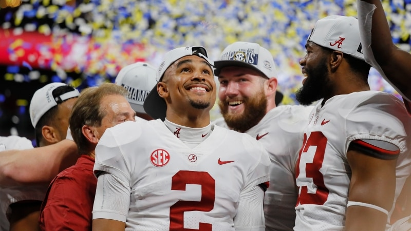 Jalen Hurts announces he is transferring to Oklahoma