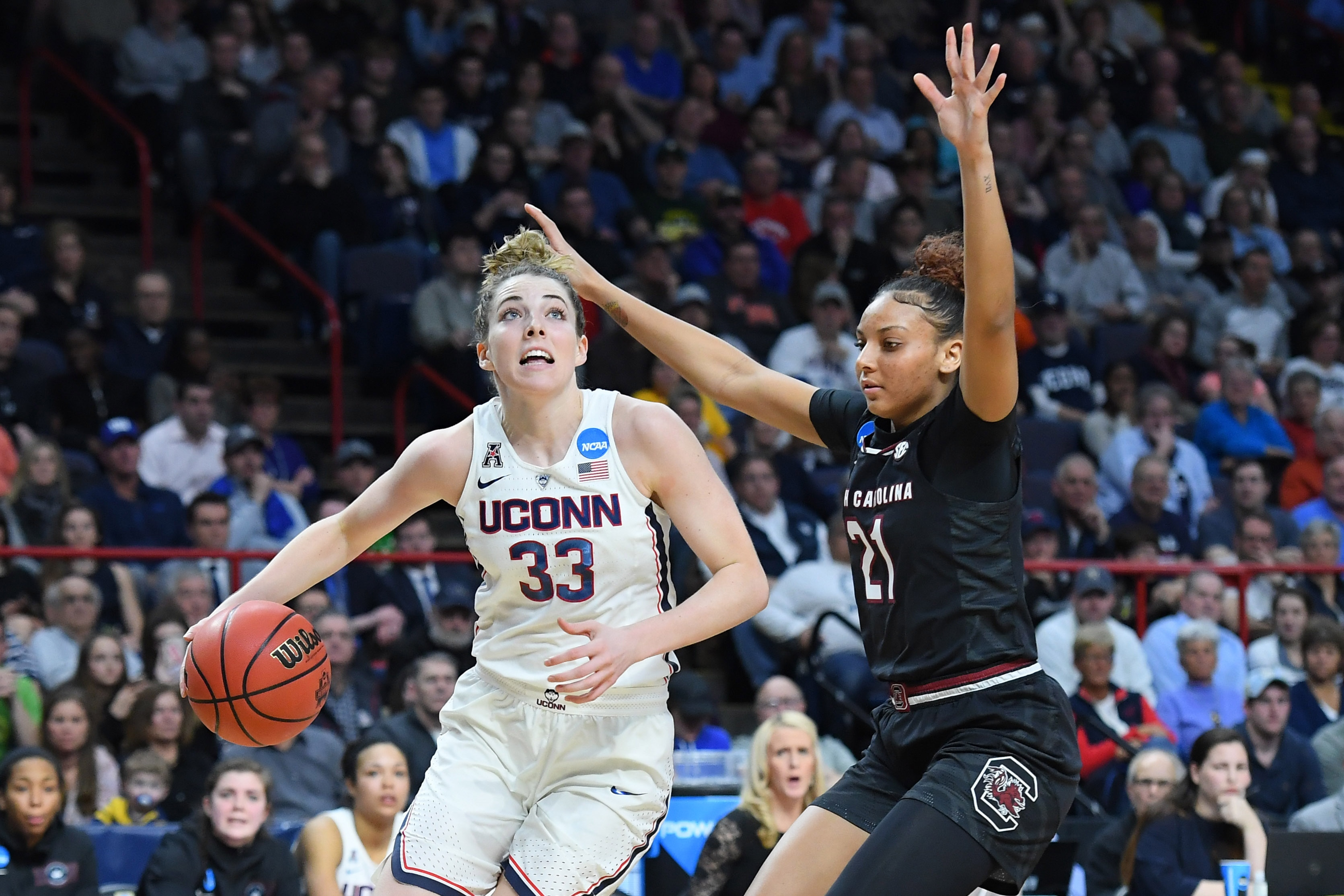 uconn women's basketball takes early lead, dominates no. 1 notre